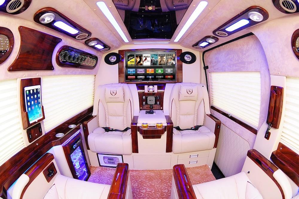 transit-limousine-91