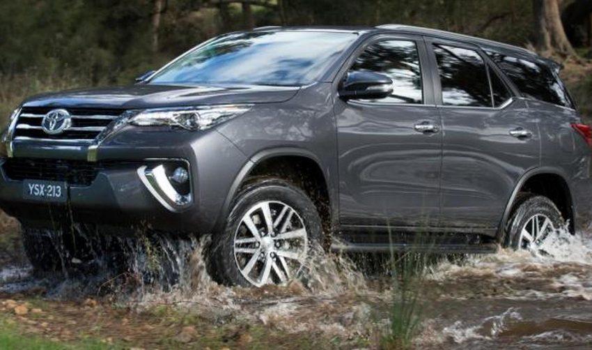 xe Toyota Fortuner lội suối dễ dàng