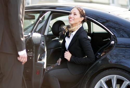 cho thuê ô tô giá cạnh tranh tại Hà Nội